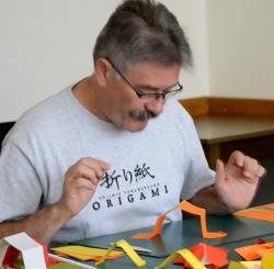 Online origami oktatás - beszélő papír és hernyó